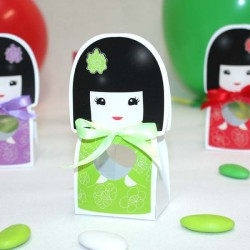 Contenant à dragées kokeshi vert